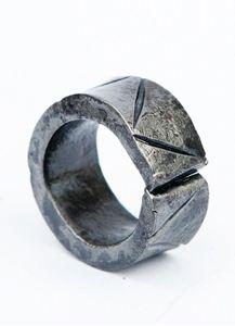 Obrázek z Kovaný prsten KLÍN